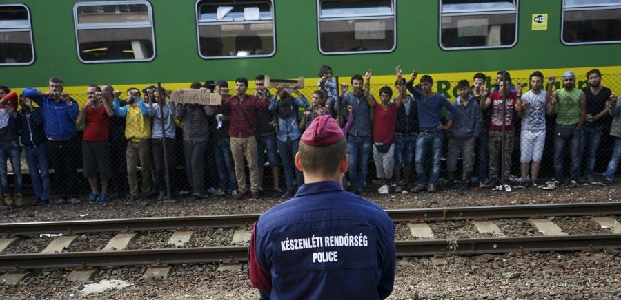 Syrian_refugees_strike_at_the_platform_of_Budapest_Keleti_railway_station